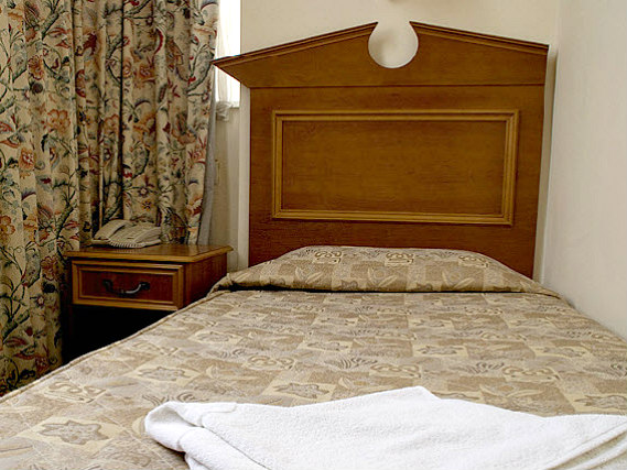 Single rooms at Pembridge Palace Hotel London provide privacy