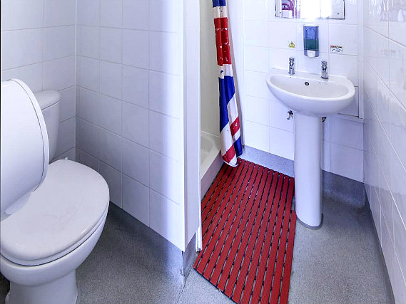 Astor quest hostel london bestpreis garantiert for 45 queensborough terrace bayswater london