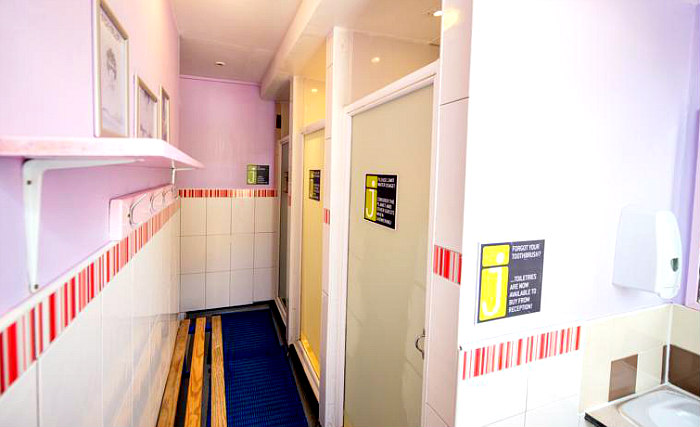 A typical bathroom at Journeys Kings Cross