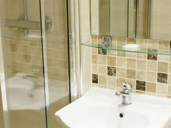 Relax in the private bathroom in your room at Park Hotel London