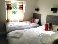 A twin room at Sara hotel London