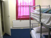 Ein Zweibettzimmer im West Two Hostel London