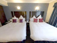 A twin room at Shaftesbury Premier London Hyde Park Hotel - clean, comfortable and spacious