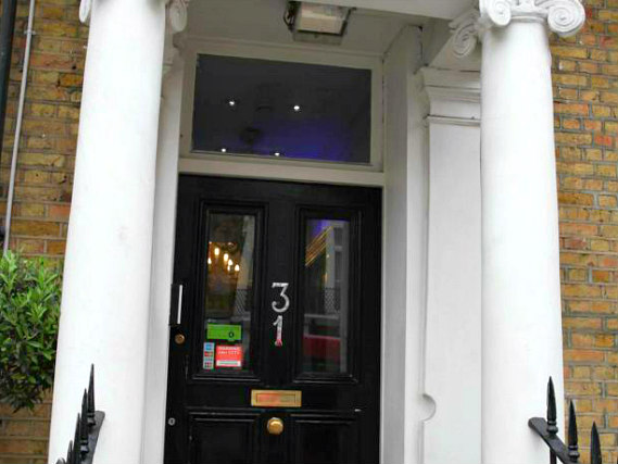 Holland Court Hotel is situated in a prime location in Kensington close to Leighton House Museum