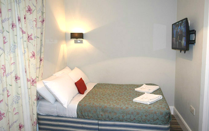 A typical double room at Plaza Hotel Hammersmith