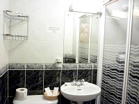 A typical bathroom at the Avon Hotel London