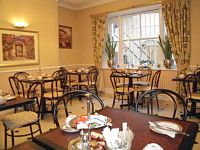The breakfast room at the Avon Hotel London