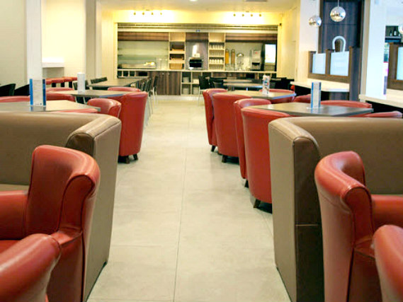 Relax and enjoy your meal in the Dining room at Comfort Inn London
