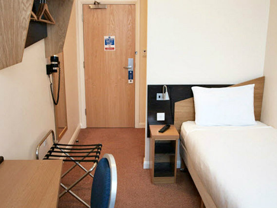 Single rooms at Comfort Inn London provide privacy