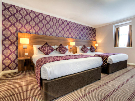 Quad rooms at City Continental London Kensington are the ideal choice for groups of friends or families