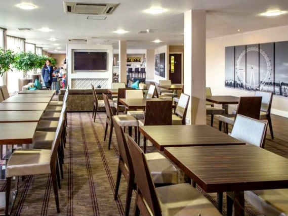 A place to eat at Holiday Inn Express Royal Docks