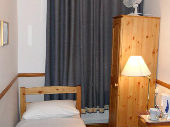 Single rooms at Hotel Meridiana provide privacy