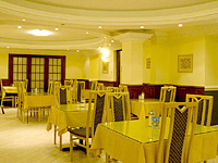 Dining Room at the Pembridge Palace Hotel