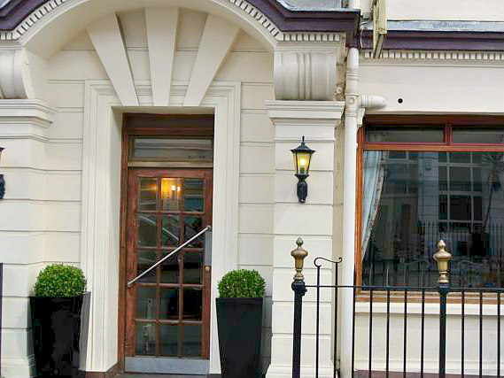 Fachada de Carlton Hotel London
