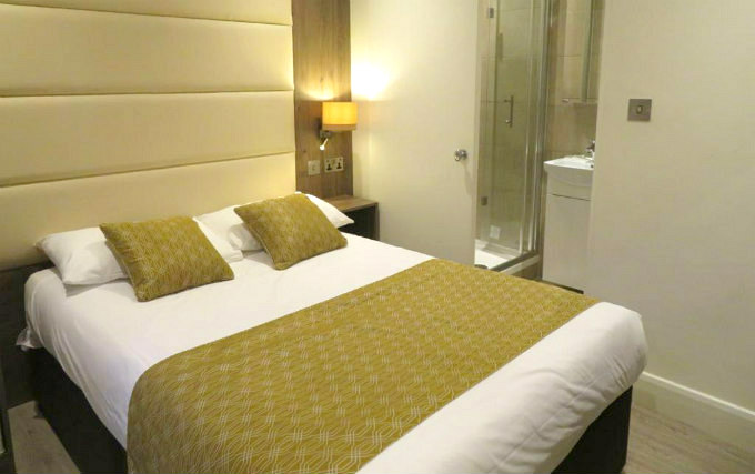 A double room at Glendale Hyde Park Hotel