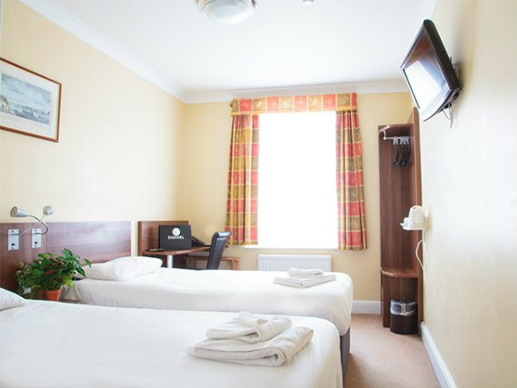 Triple rooms at Victoria Inn London are the ideal choice for groups of friends or families
