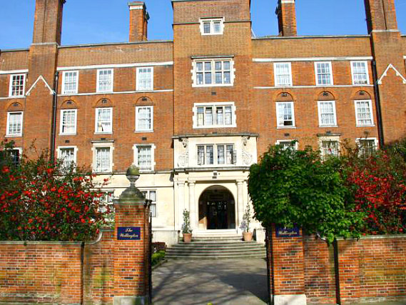 Grange Wellington Hotel is situated in a prime location in Victoria close to Victoria Train Station
