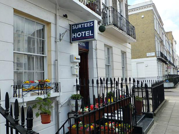 Surtees Hotel is situated in a prime location in Victoria close to Warwick Square