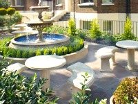 The attractive gardens and exterior of So London Apartments Hammersmith