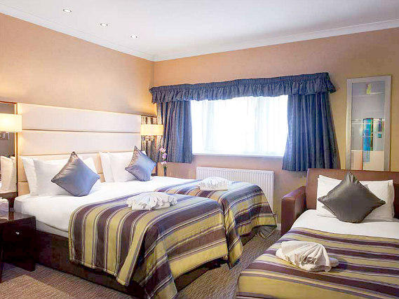 Triple rooms at Shaftesbury Premier London Hyde Park Hotel are the ideal choice for groups of friends or families