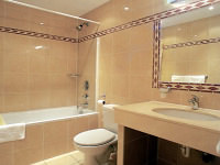 A typical bathroom at Abcone Hotel London