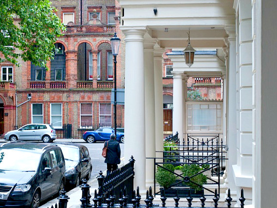 Abcone Hotel London is located close to Natural History Museum