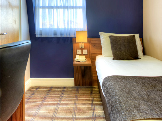Single rooms at Comfort Inn Kings Cross provide privacy