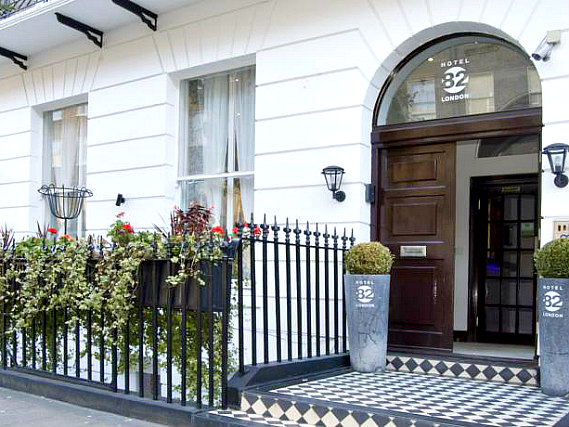 Hotel 82 London is situated in a prime location in Marylebone close to Madame Tussauds