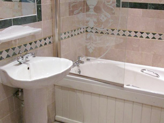A typical bathroom at Brompton Hotel London