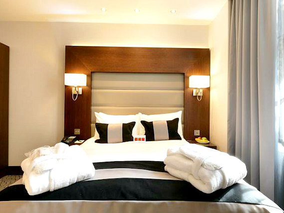 Get a good night's sleep in your comfortable room at Paddington Court Rooms