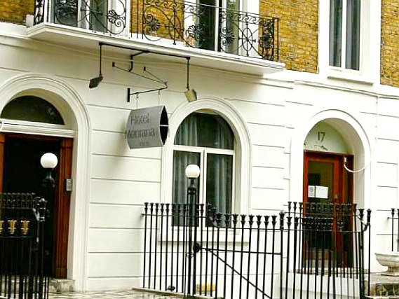 Montana Hotel London is situated in a prime location in Kings Cross close to Camley Street Natural Park
