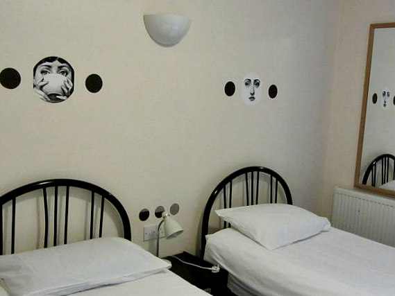 A typical twin room at Montana Hotel London