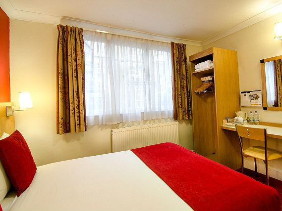 A double room at Comfort Inn London - Westminster is perfect for a couple
