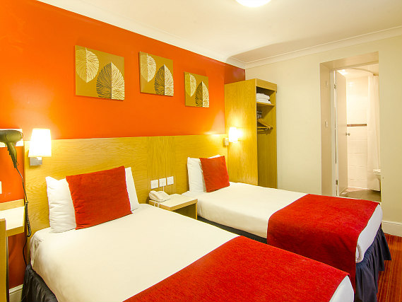 A twin room at Comfort Inn London - Westminster is perfect for two guests