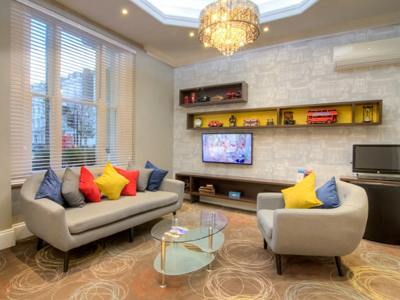 Relax in the lounge at Comfort Inn London - Westminster