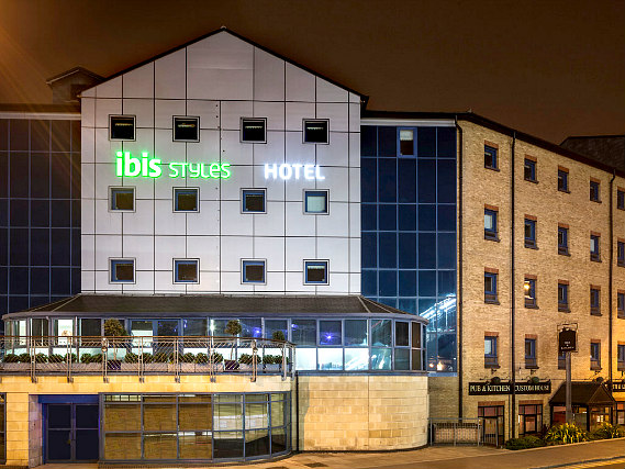 Custom House Hotel is situated in a prime location in Docklands close to The O2 Arena