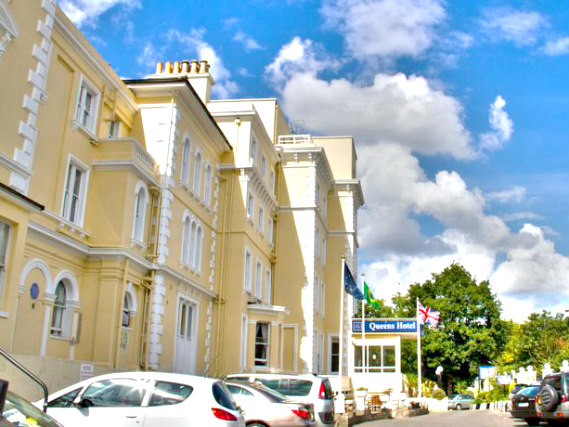 Queens Hotel London is situated in a prime location in Crystal Palace close to Crystal Palace FC Selhurst Park