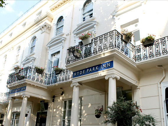 Hyde Park Inn is situated in a prime location in Bayswater close to Kensington Gardens