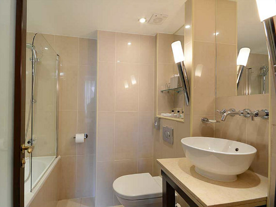 A typical bathroom at Shaftesbury Premier Notting Hill