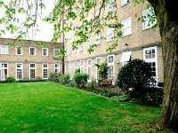 Enjoy the peace and tranquillity of the gardens, within an amazing location in the centre of London