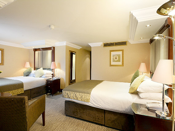 Triple rooms at Shaftesbury Premier London Paddington Hotel are the ideal choice for groups of friends or families
