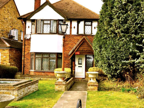 Heathrow Lodge is situated in a prime location in Middlesex close to Heathrow Airport