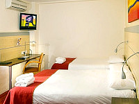 A comfortable Triple room at Comfort Inn Edgware Road