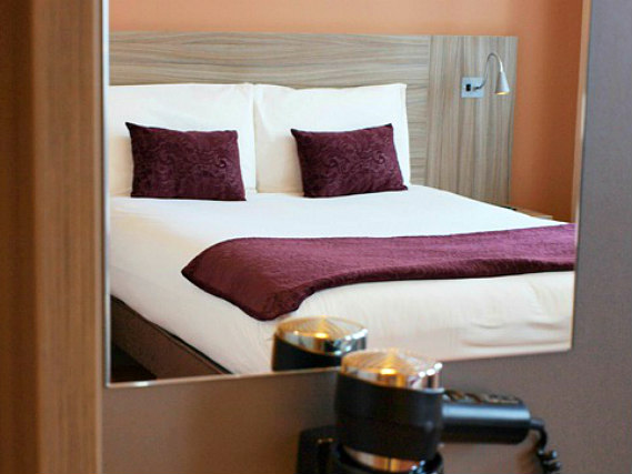 A double room at Vauxhall Hotel is perfect for a couple