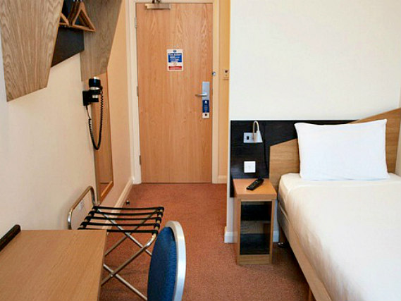 Single rooms at Vauxhall Hotel provide privacy