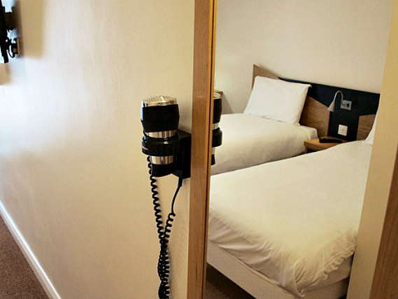 A typical twin room at Vauxhall Hotel