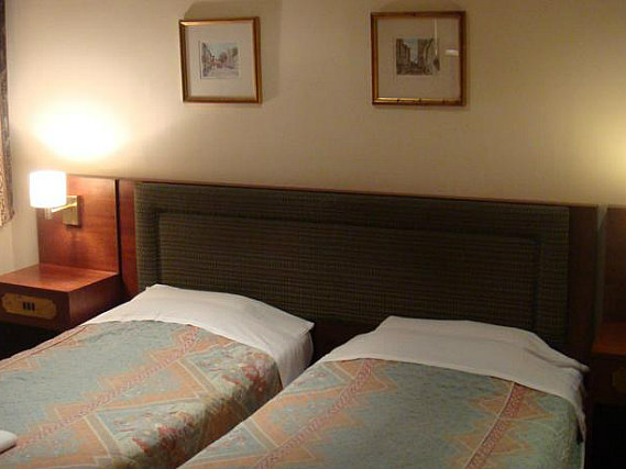 A spacious twin room at Osborne Hotel