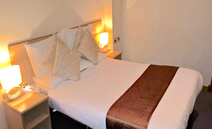 Get a good night's sleep in your comfortable room at Devoncove Hotel Glasgow