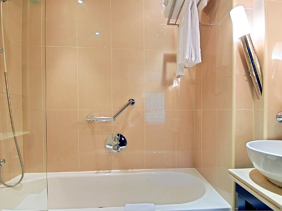 A typical shower system at Shaftesbury Metropolis London Hyde Park
