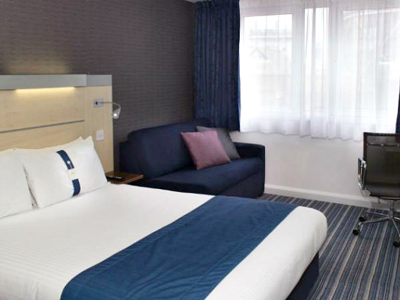A double room at Holiday Inn Express Southwark is perfect for a couple